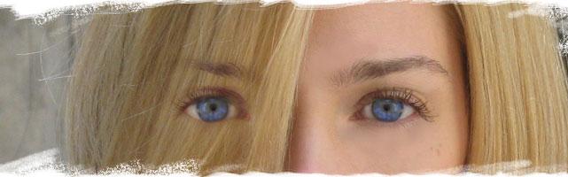 Ima lepe oči, plave kao… A klempava je k'o šerpa!